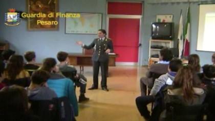 """""""Educazione alla legalità economica"""", a scuola con la Guardia di Finanza – VIDEO"""