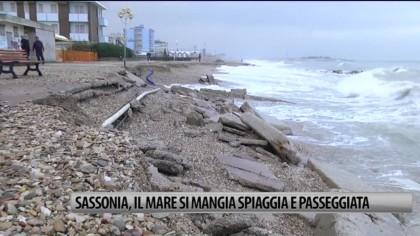 Sassonia, il mare si mangia spiaggia e passeggiata – VIDEO