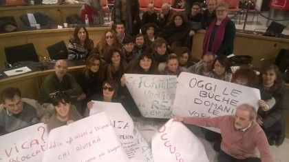 I dipendenti della Provincia di Pesaro e Urbino hanno occupato anche oggi la sala del Consiglio