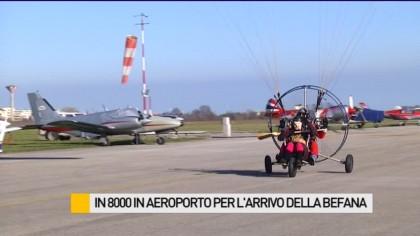 In 8000 in aeroporto a Fano per l'arrivo della Befana – VIDEO