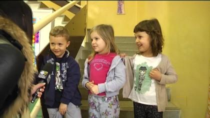 """I doni dell'associazione """"Mimosa"""" alla scuola di Cuccurano – Carrara – VIDEO"""