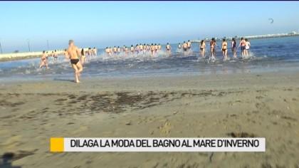 Dilaga la moda del bagno al mare d'inverno – VIDEO