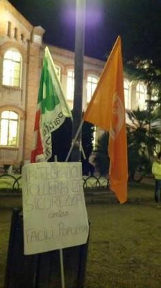 """Volantinaggio """"Sicurezza e Integrazione, contro i populismi delle facili proposte"""""""