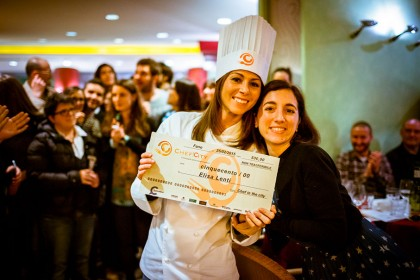Elisa Lenti premiata da Lucia Vincenzi