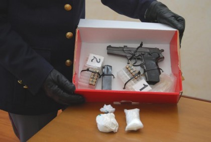 Sequestrati 400 gr. di cocaina e una pistola da guerra. Due arresti – VIDEO