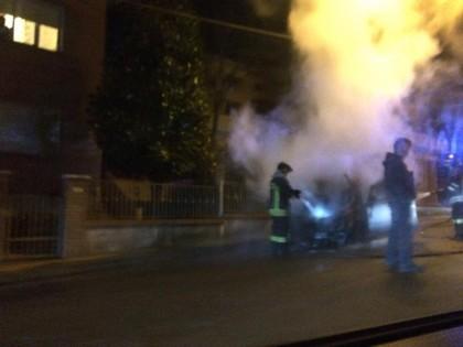 auto in fiamme a Calcinelli