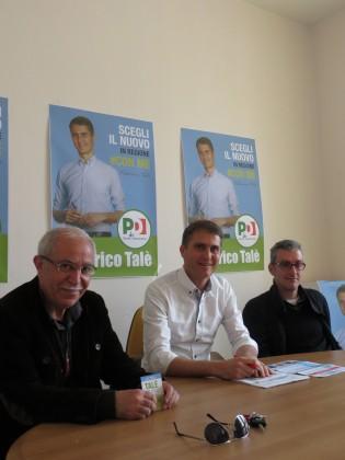 Federico Talè, al centro, con sulla sinistra il sindaco di Mondolfo Pietro Cavallo e alla destra l'assessore al turismo Mario Silvestrini.