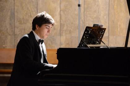 Concerti di Mezzogiorno: il pianista Defilippis al Teatro della Fortuna