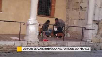 La coppia di senzatetto che bivacca al San Michele verrà trasferita- VIDEO