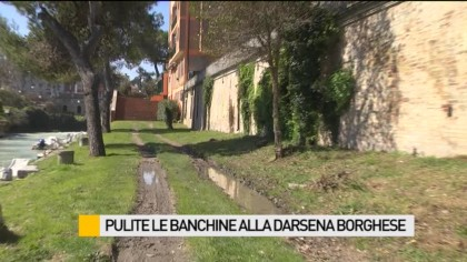 Pulite le banchine alla Darsena Borghese – VIDEO