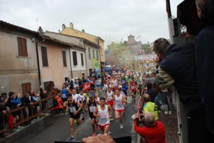 1165 gli iscritti alla ColleMar-athon: ha 80 anni il runner meno giovnane