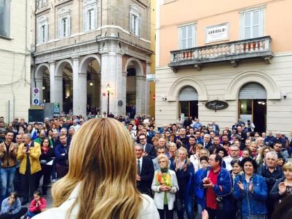Bagno di folla per Giorgia Meloni e Antonio Baldelli