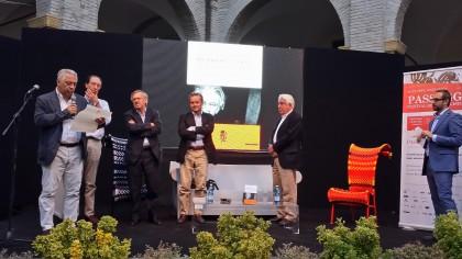 A Passaggi Bernardo Valli riceve il premio Andrea Barbato