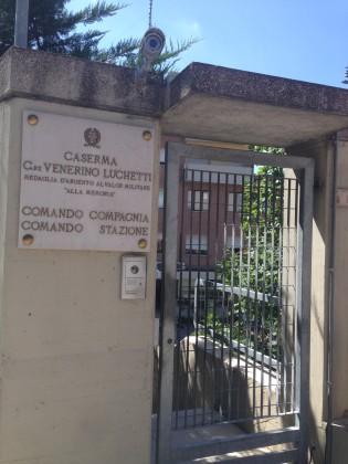Rubano nelle auto parcheggiate vicino al cimitero, denunciati due nomadi