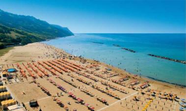 Revocato il divieto di balneazione a Baia Flaminia