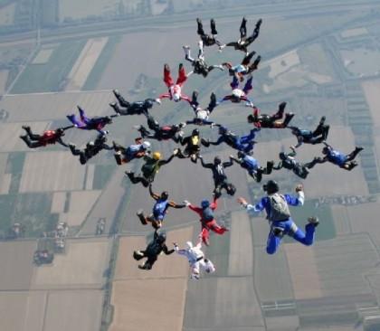 Si tenta il terzo Record femminile italiano di Grande Formazione in caduta libera