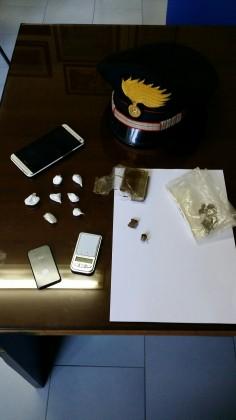 Estradato un marocchino e denunciato il cugino per spaccio di droga