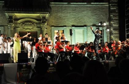 Eleonora Mazzotti e l'Orchestra Sinfonica Rossini per Queen's Symphonies