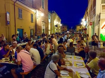 Da giovedì in via Cavour musica dal vivo e piatti fatti a mano della tradizione fanese