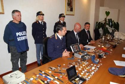 Arrestato a Fano un ladro specializzato in furti in abitazione – VIDEO