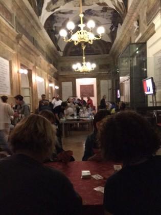 """""""Notte in bianco"""" a Teatro, il primo in fila dalle 14.00 del pomeriggio"""