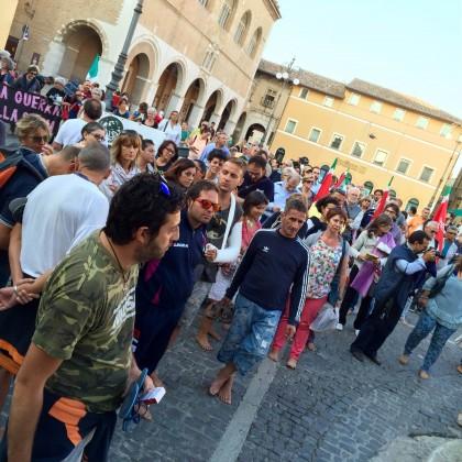 """Oltre 200 persone alla """"marcia delle donne e uomini scalzi"""""""