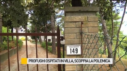 Profughi ospitati in villa, scoppia la polemica – VIDEO