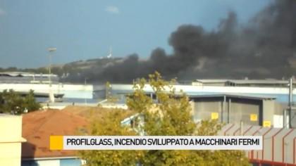 Profilglass, incendio sviluppato a macchinari fermi – VIDEO