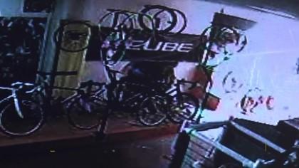 Settimo furto di bici nel negozio Fuligni Sport – VIDEO