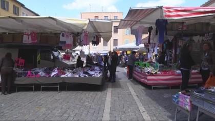 Derubava donne anziane al mercato, 60enne segnalata per furto – VIDEO
