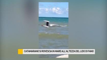 Catamarano si rovescia in mare – VIDEO