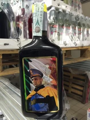 Producevano bottiglie di liquore con marchi delle forze dell'ordine,  5 denunce – VIDEO