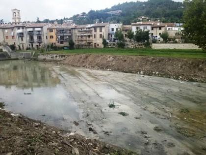 Sfalcio erba e rimozione materiali sul Metauro a S.Angelo in Vado, intervento della Provincia