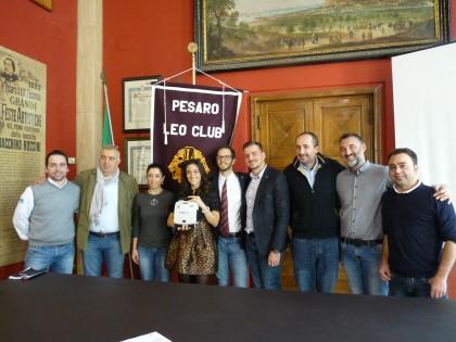 Il Leo Club Pesaro dona un defibrillatore alla città . Sarà collocato in piazzale della Libertà