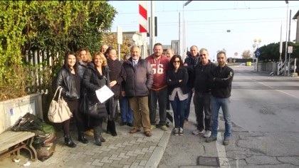 Passaggio a livello a Marotta, cittadini dal Prefetto – VIDEO