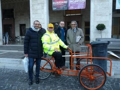 Un triciclo speciale per il volontario Tamburini
