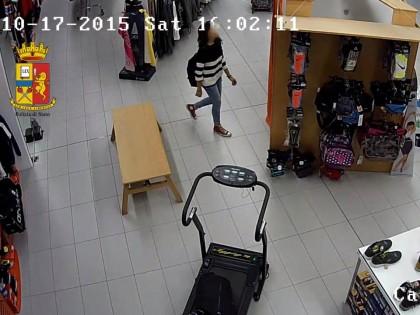 Rubano giacconi e materiale elettronico, denunciati per furto tre minorenni