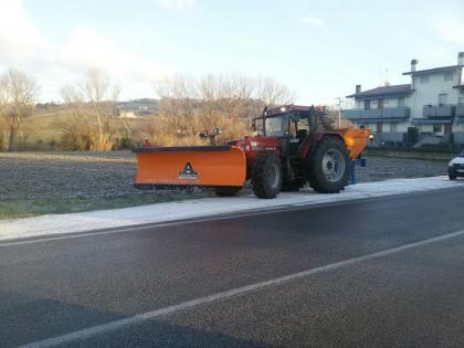 """Maltempo, Coldiretti: """"Trattori al lavoro per neve e ghiaccio"""" – VIDEO"""