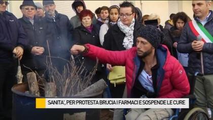 Sanità, per protesta brucia i farmaci e sospende le cure – VIDEO