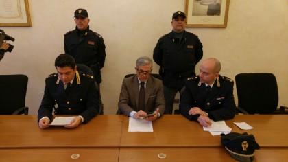 Banditi armati rapinano ufficio postale a Urbino