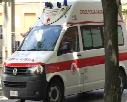 Cade da un'impalcatura a Pesaro, grave operaio 37enne