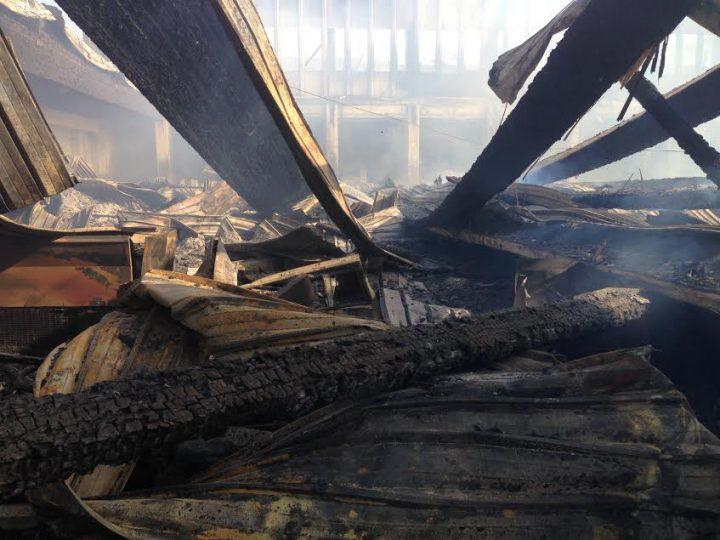 Pesaro, rogo distrugge padiglione della Fiera: annullata