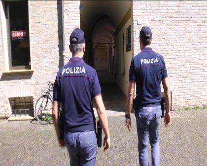 Cinque furti al giorno, due minorenni arrestati dalla Polizia di Fano