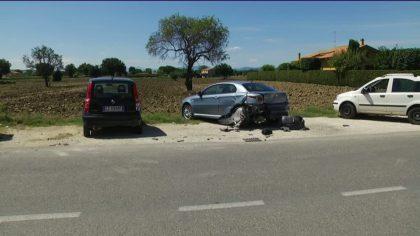 Provoca un incidente e scappa. Rintracciato dalla Polstrada grazie al liquido del radiatore – VIDEO