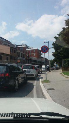 Si asfaltano le strade, città paralizzata (VIDEO e MESSAGGI)