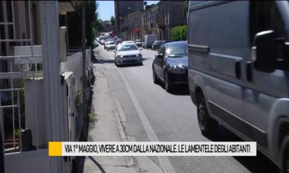 Vivere a 30 centimetri dalla nazionale in via 1° maggio a Fano. Le lamentele dei residenti  – VIDEO