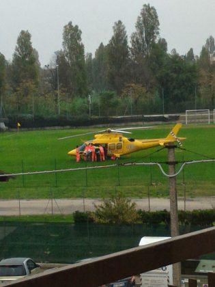Anziano cade da un albero d'ulivo a Sant'Orso. Soccorso dall'eliambulanza