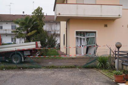 """I Carabinieri scovano il capo della """"banda della Lancia Lybra"""" e un complice, rapinarono uffici postali nel 2014"""