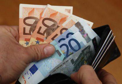 Spillano 70.000 euro ad un 75enne Fanese denunciate due donne.