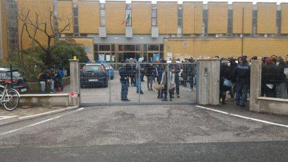 """""""C'è una bomba"""". Evacuata una scuola a Fano"""